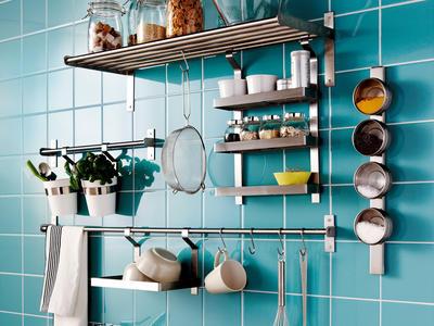 parede Como criar espaço de arrumação em cozinhas pequenas