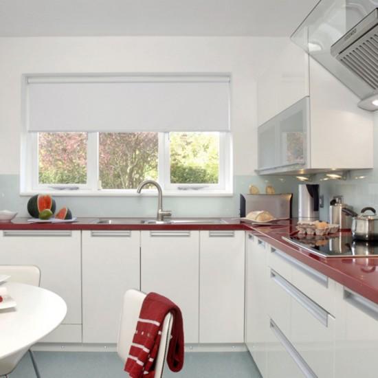 cozinha vermelha branca2 Ideias de decoração para uma cozinha de cor branca