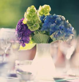 Decoração de casamentos com azul e roxo