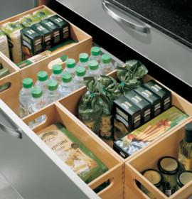 gaveta1 64706 270x280 Como criar espaço de arrumação em cozinhas pequenas