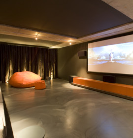 sala multimedia 563772 270x280 Como decorar uma sala de Home Theater